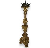 Pique-cierge sculpté en bois doré à
