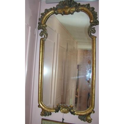 """Miroir """"Coquille"""", en bois doré et argenté."""