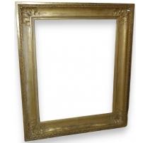 In einem großen Rahmen im stil Louis XVI aus vergoldetem holz