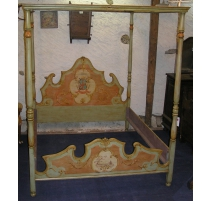 Four-poster bed in painted wood