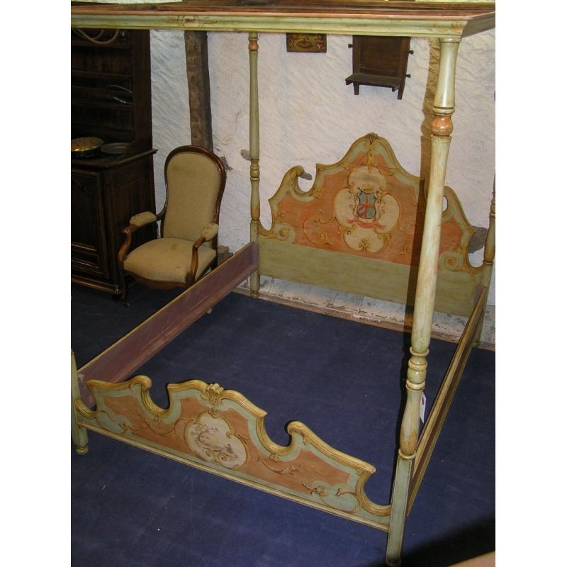 lit baldaquin en bois peint sur moinat sa antiquit s d coration. Black Bedroom Furniture Sets. Home Design Ideas