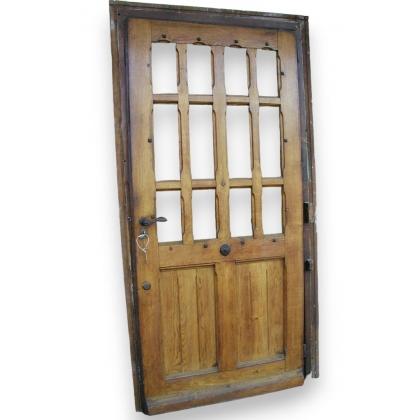 Porte avec 12 petites vitres.
