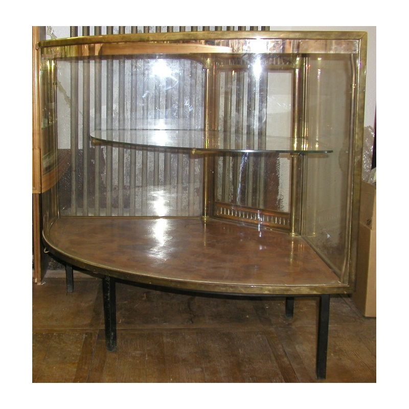 vitrine de magasin d 39 angle basse sur moinat sa antiquit s d coration. Black Bedroom Furniture Sets. Home Design Ideas