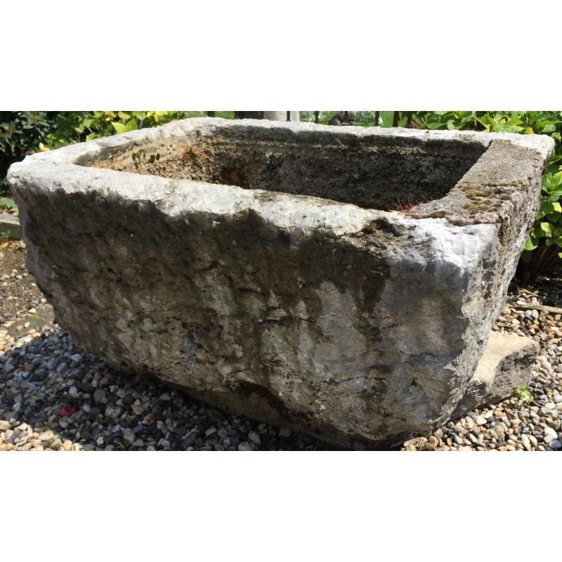 pierre eau ou bassin rectangulaire en sur moinat sa. Black Bedroom Furniture Sets. Home Design Ideas