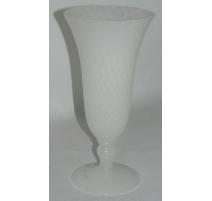 Vase, en opaline blanche. France. 20ème