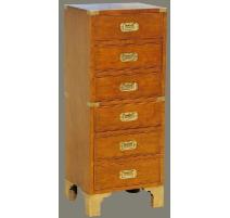 Pequeño armario de la Marina de madera pulida