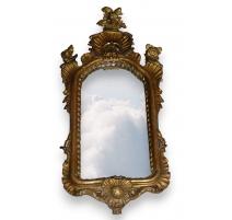 Miroir italien en bois sculpté et doré