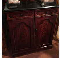 English sideboard in mahogany with 2 doors and