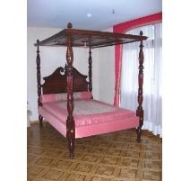 Кровать с балдахином английский из красного дерева