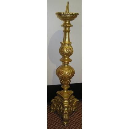Torchère-cierge, en bois sculpté et