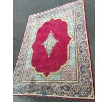 东方地毯、棉。 红背景。