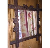 Miroir de Brienz, en bois sculpté.