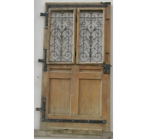 Entrance door decorated with wrought iron.