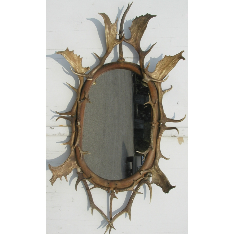 Miroir avec cadre en cornes de Brienz.