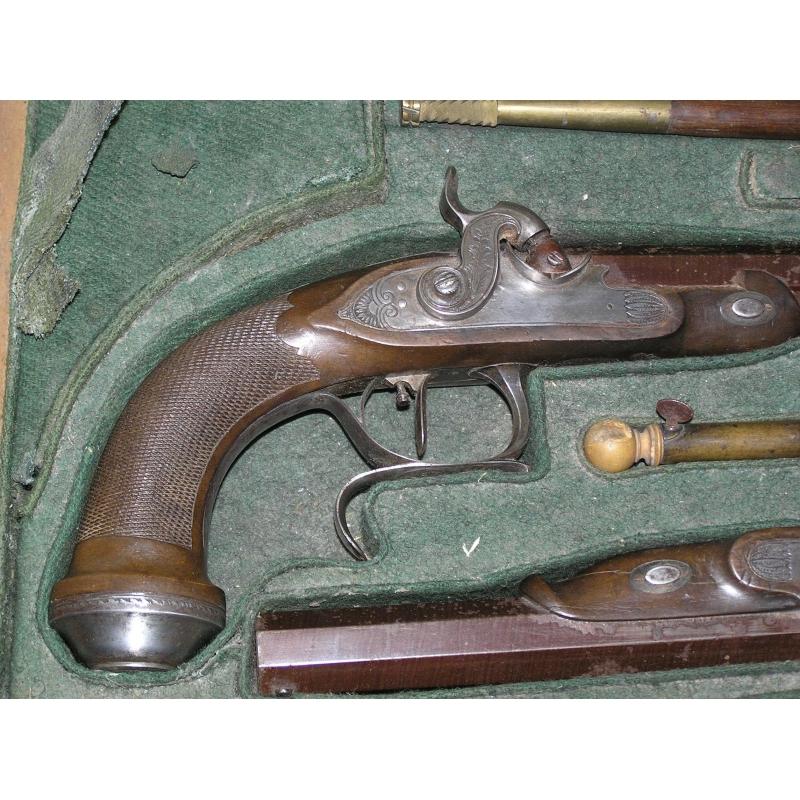 Paire de pistolets silex avec accessoires sur moinat sa for Pistolet de decoration