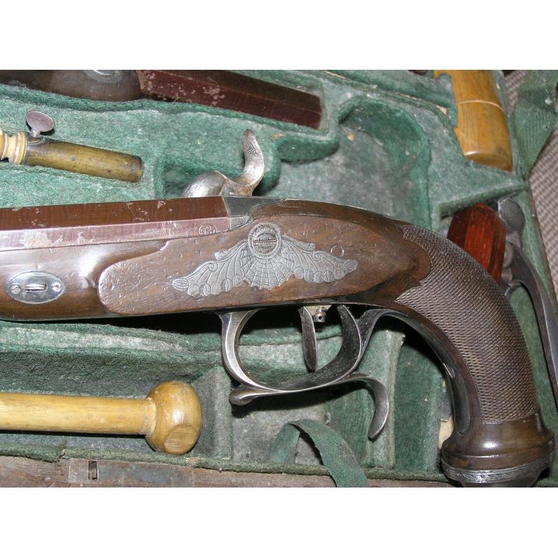 Paire de pistolets silex avec accessoires sur moinat sa for Pistolet decoration