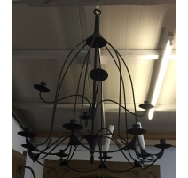 Lustre en fer forgé noir à 12 bougies