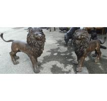 Paire de lions en bronze