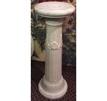Colonne sculptée en marbre blanc