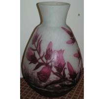Vase rose, signé A. DELATTE, Nancy, en