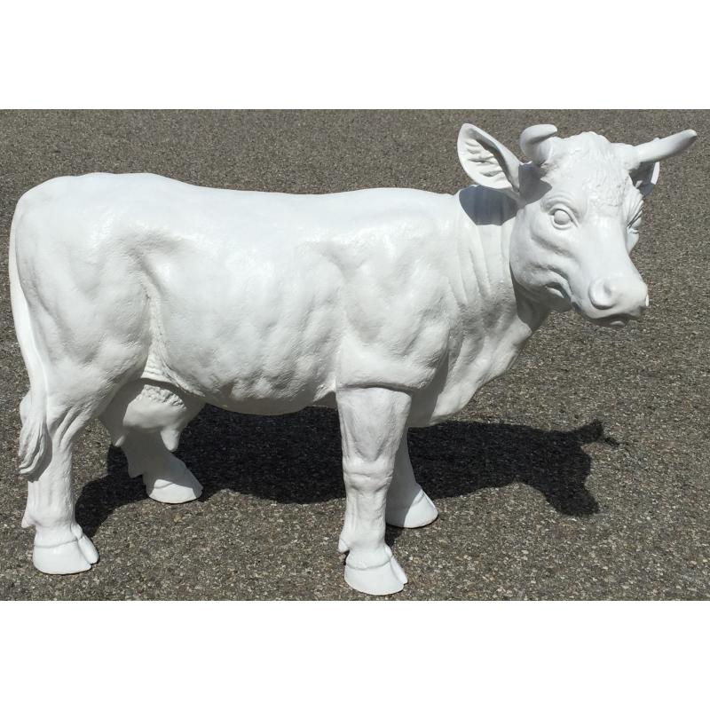 petite vache en r sine blanche peut sur moinat sa antiquit s d coration. Black Bedroom Furniture Sets. Home Design Ideas
