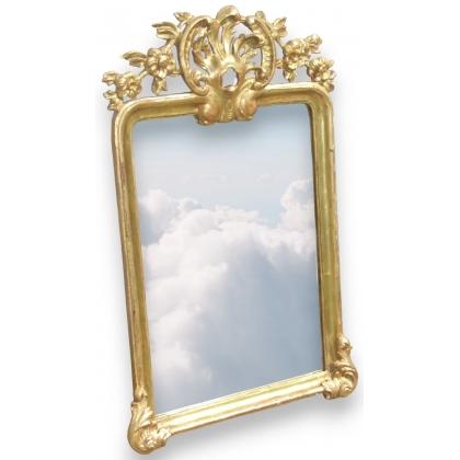 Miroir bernois Louis XV avec fronton.