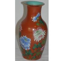 Vase en porcelaine corail décor de fleurs