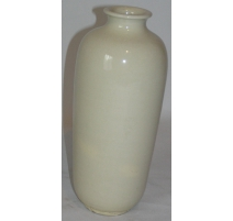 Vase beige en forme de bouteille
