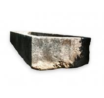 Fontaine rectangulaire en pierre du Jura