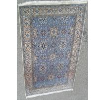 波斯地毯普洛纳羊毛和真丝的。