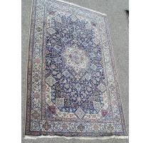 波斯地毯、羊毛和真丝的。 伊朗。