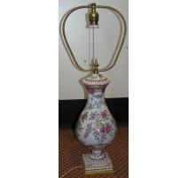 Lampe, aus porzellan. Mit dekor