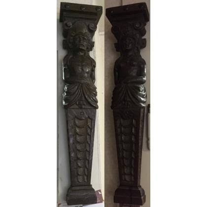 Paire de pilastres en hêtre richement