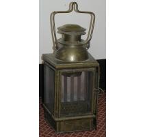 Applique lanterne, en laiton. 1925.