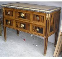 方便的管理委员会,由镶嵌木材。