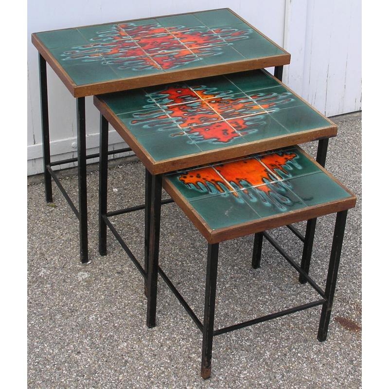 lot de 3 tables gigognes ann es 60 sur moinat sa antiquit s d coration. Black Bedroom Furniture Sets. Home Design Ideas