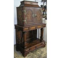 Gabinete de Luis XIII, el hecho de incrustaciones de madera.