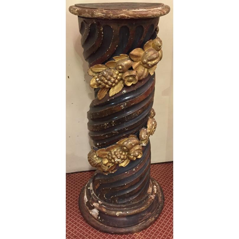 Colonne, en bois sculpté polychrome et