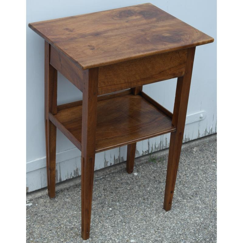 petit chevet louis xvi avec 1 tiroir et 2 plateaux sur moinat sa antiquit s d coration. Black Bedroom Furniture Sets. Home Design Ideas