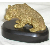 """Bronze doré """"Ours"""". Sur socle noir."""