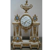 Pendule portique Louis XVI en marbre
