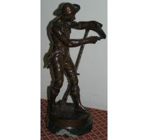"""Sculpture """"Le faucheur"""", en bronze."""