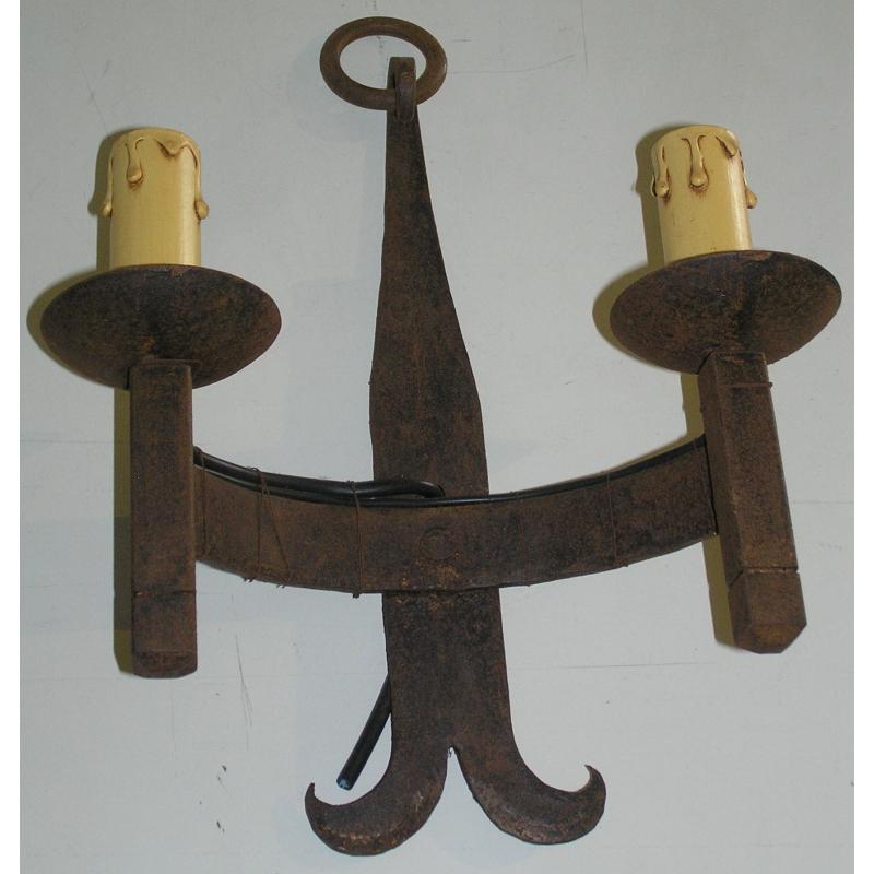 applique deux lumi res en fer forg sur moinat sa antiquit s d coration. Black Bedroom Furniture Sets. Home Design Ideas