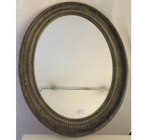 Espejo ovalado de estilo Luis XVI en resina