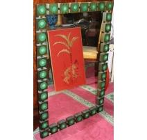 Espejo sueco de madera y medallones