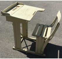Рабочий стол для школьника с подставкой для письма и