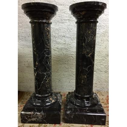 Paire de colonnes, en marbre noir Portor