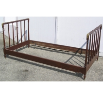 Colonial style bed, in mahogany and