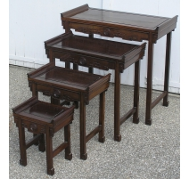 Lot de 4 tables gigognes, en acajou.