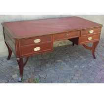 Рабочий стол, из красного дерева. С 5 выдвижными ящиками.